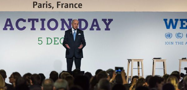 Laurent Fabius superstar de la COP21