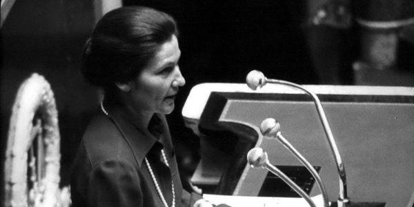 Simone Veil, lors de sa bataille à l'Assemblée Nationale française le 26 novembre 1974