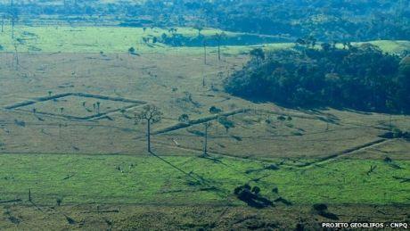 Géoglyphes d'une ancienne civilisation amazonienne