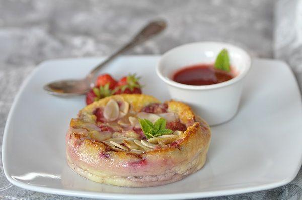 Clafoutis aux fraises, coulis de fraises cuites avec ou sans amandes