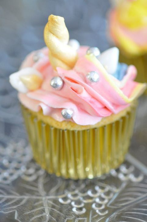 Cupcakes licornes (moelleux à la pêche, glaçage mascarpone)