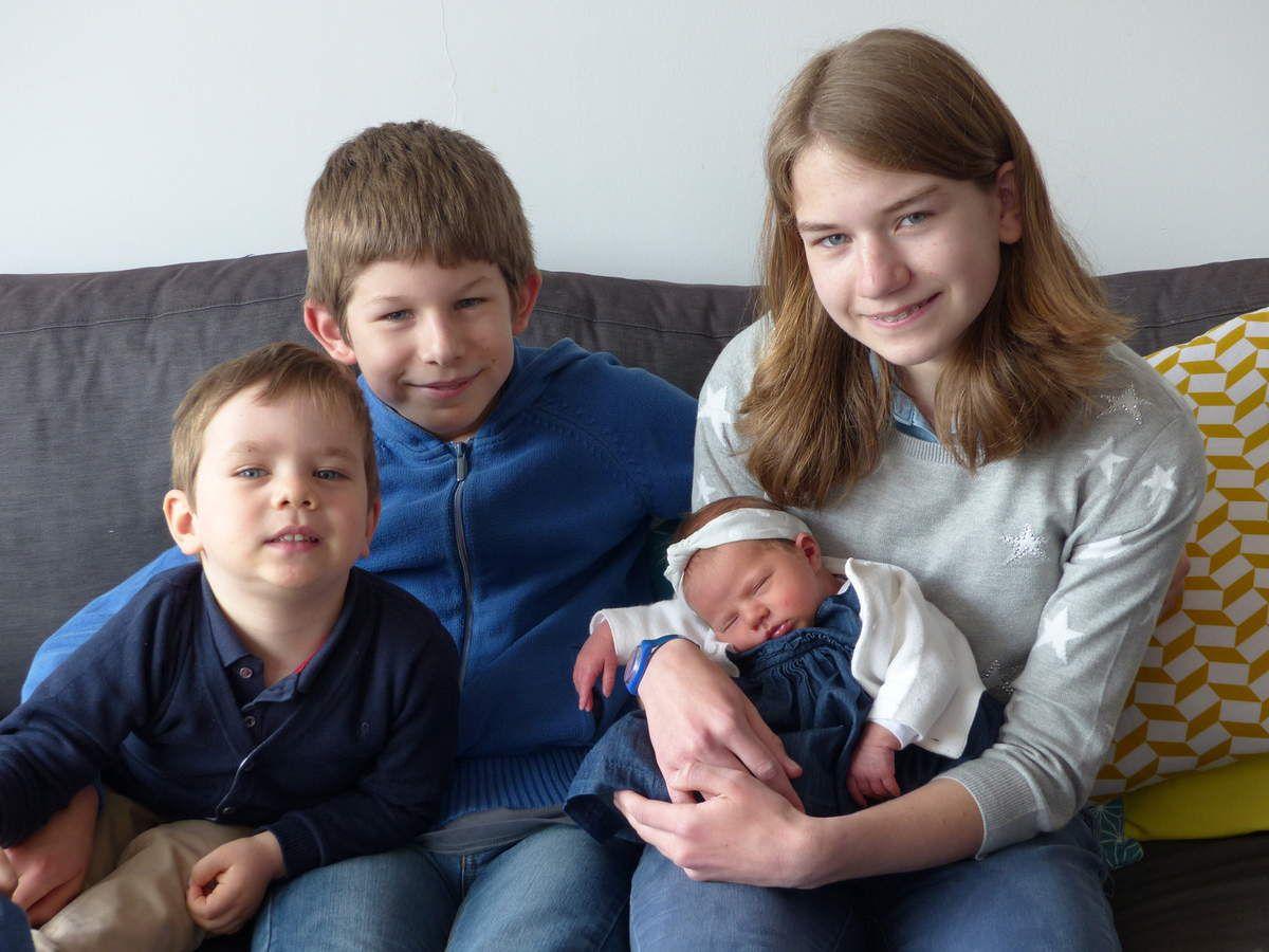La rencontre d'Emma avec mes Grands Frêre et Soeur