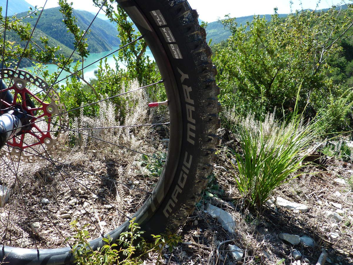 TEST comparatif, Pneu MAXXIS High Roller 2- 27.5/2.8 plus+  vs Schwalbe Magic Mary Evolution ADDIX Speedgrip Apex 27,5+