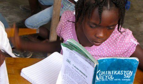 Une élève de 5e de la Matenwa Community School à Haiti (Amy Bracken via Global Voices)