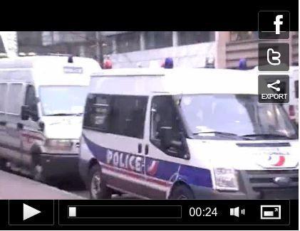 #Ya5AnsàAbidjanSurSeine / 80 policiers pour 5 journalistes devant France 24 (#ProcèsGbagbo #DevoirdHistoire)