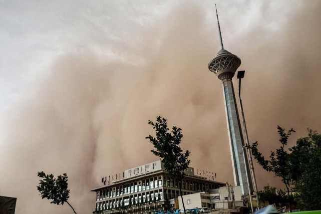 VIDEO: Une tempête de sable apocalyptique fait 5 morts à Téhéran