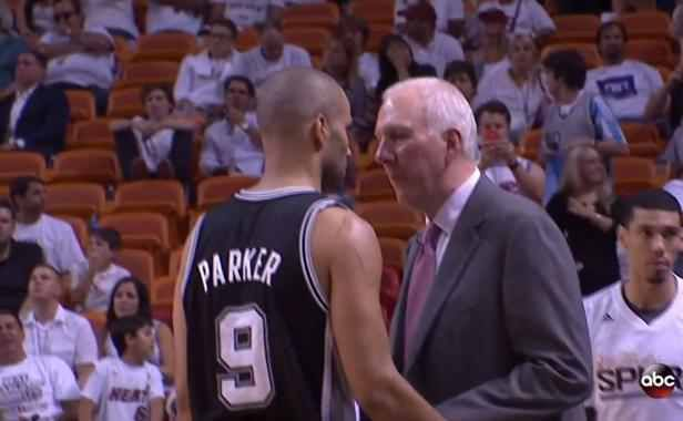 VIDEO. NBA: Le coach des Spurs met un vent à un journaliste