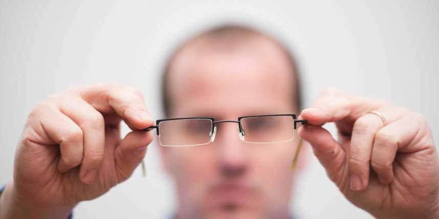 VIDÉO: L'astuce gratuite pour voir sans lunettes