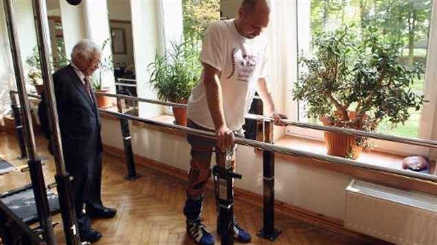 Paralysé, il remarche après une opération