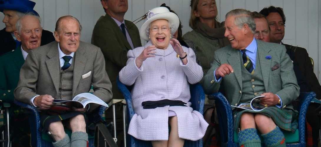 Pourquoi la reine d'Angleterre signe-t-elle toujours «Elizabeth R.»?