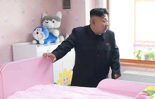 Photos: Deux peluches coquines volent la vedette à Kim Jong-un