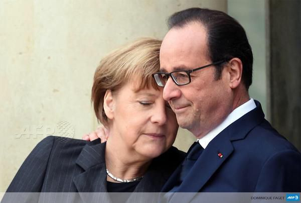 Incroyable photo de Hollande et Merkel
