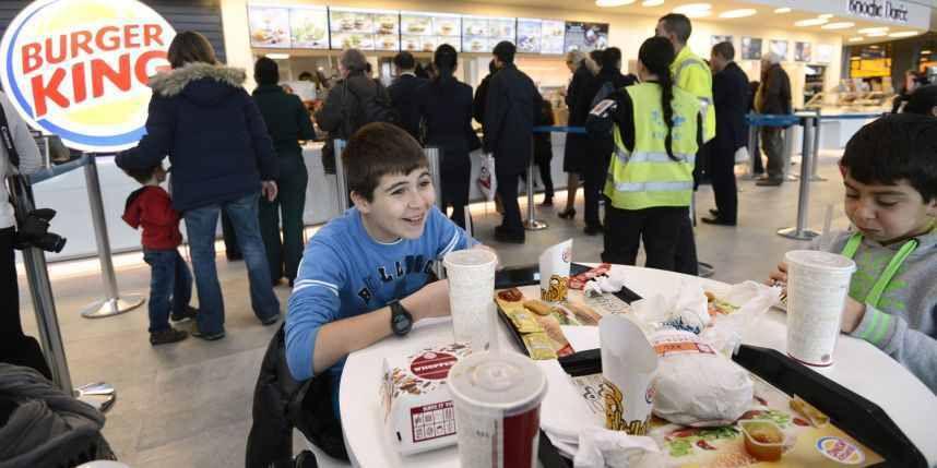 Scolarité: les fast-food seraient-ils responsables des mauvaises notes ?