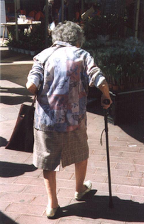 Arrêtée pour avoir volé du beurre à 81 ans, elle décède au commissariat