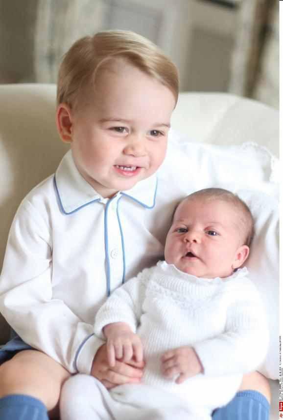 Royal baby : les premières photos de la princesse Charlotte