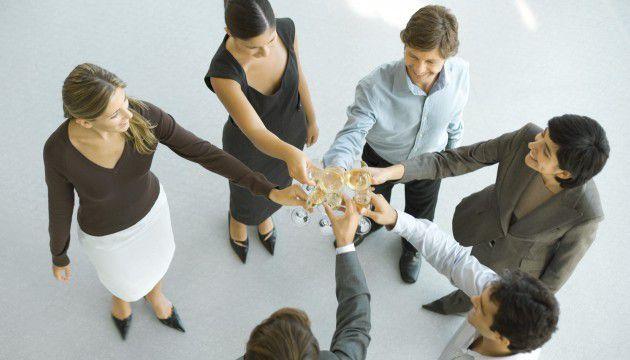 Vie au bureau : ce que vous risquez si vous consommez de l'alcool au travail