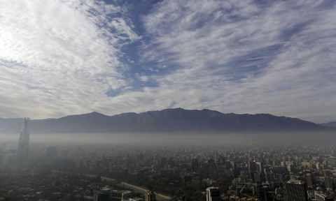 Le smog force la quasi fermeture de Santiago au Chili