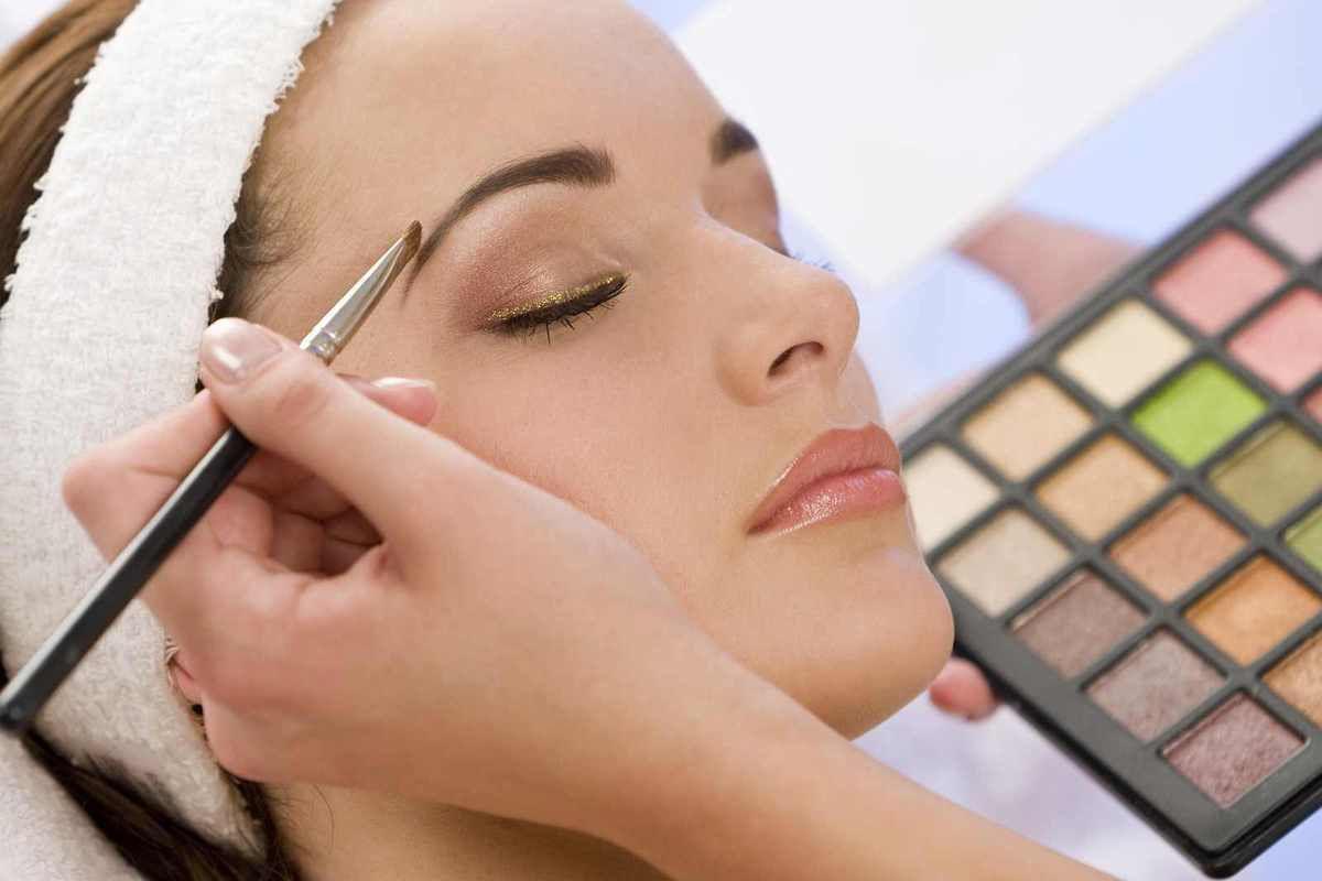 5 tendances maquillage à adopter pour un look estival réussi!