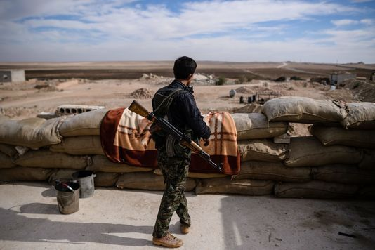 Rakka, l'EI à portée de canon des Kurdes