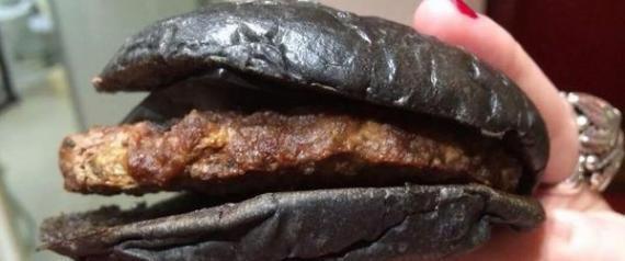 PHOTOS. Le hamburger noir de Burger King est encore moins appétissant en vrai