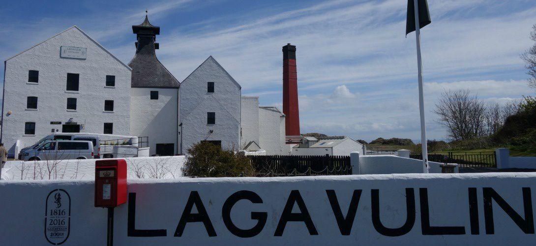 Lagavulin, une vieille distillerie, un jeune whisky et l'âge du capitaine