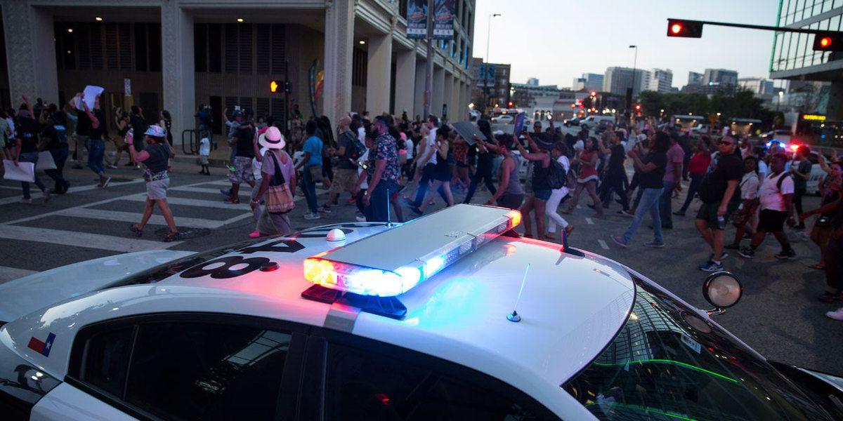 Hommes noirs abattus : 5 policiers tués pendant un rassemblement à Dallas