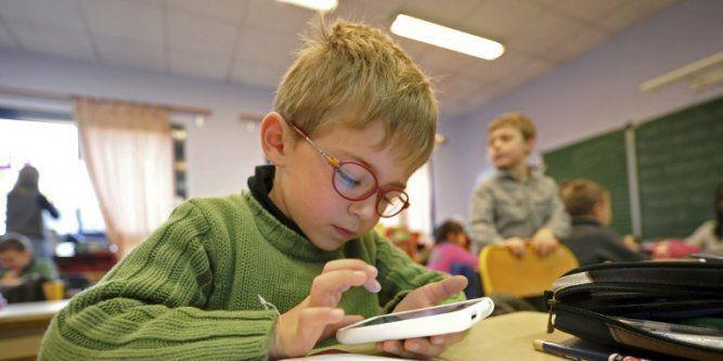 Tablette et téléphone : mise en garde de l'impact des ondes sur les enfants