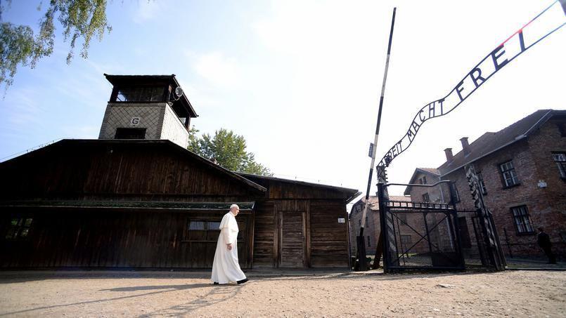 Pourquoi le pape François a gardé le silence à Auschwitz