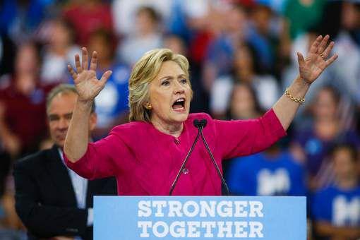 Clinton accuse Trump d'allégeance à Moscou
