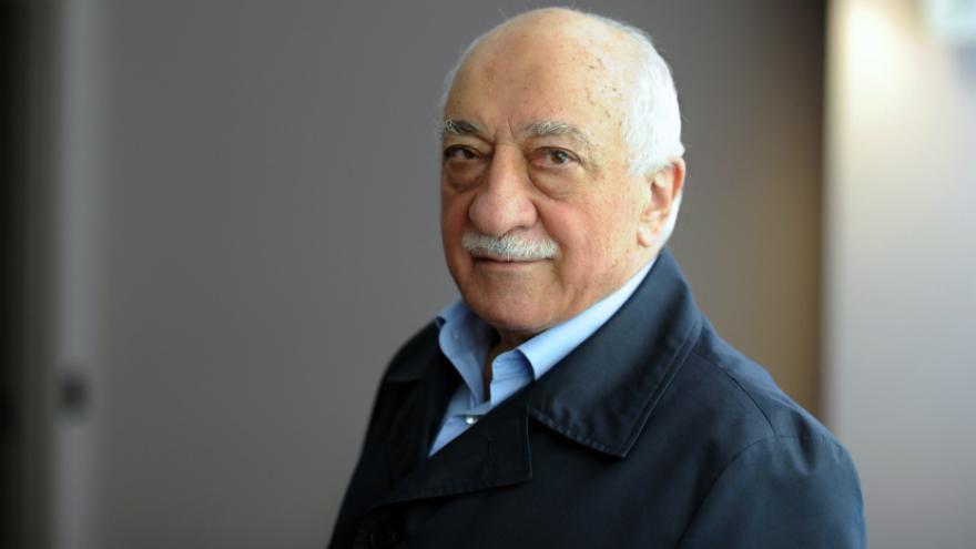 Turquie : deux peines de prison à vie requises contre Gülen