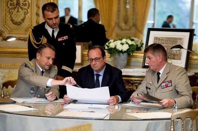 François Hollande: L'homme qui ne savait pas dire non !