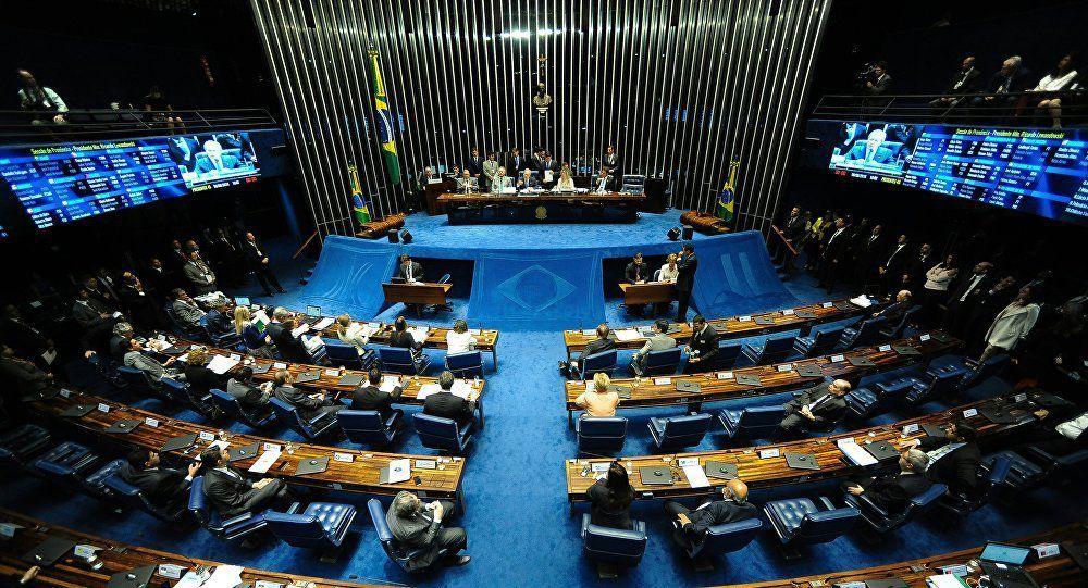 Un sénateur brésilien filmé avec de la cocaïne en pleine séance