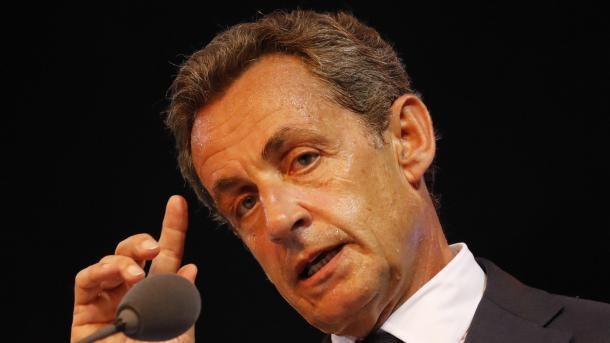 Sarkozy réclame un service militaire obligatoire pour les jeunes chômeurs