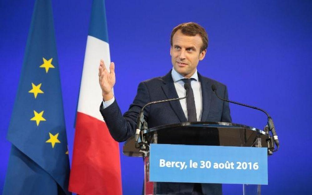 Macron égratigne Sarkozy et... Hollande