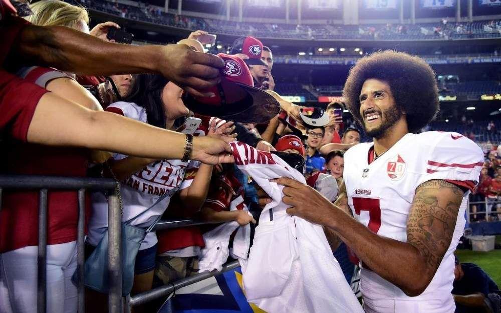 Boycott de l'hymne US : Obama défend la démarche du quarterback Kaepernick
