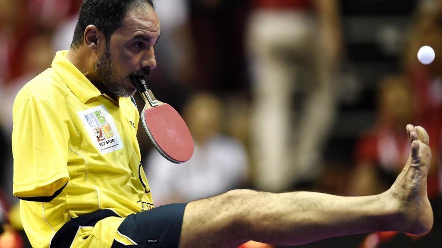 VIDEO. Amputé des deux bras, un athlète égyptien joue au tennis de table avec sa bouche
