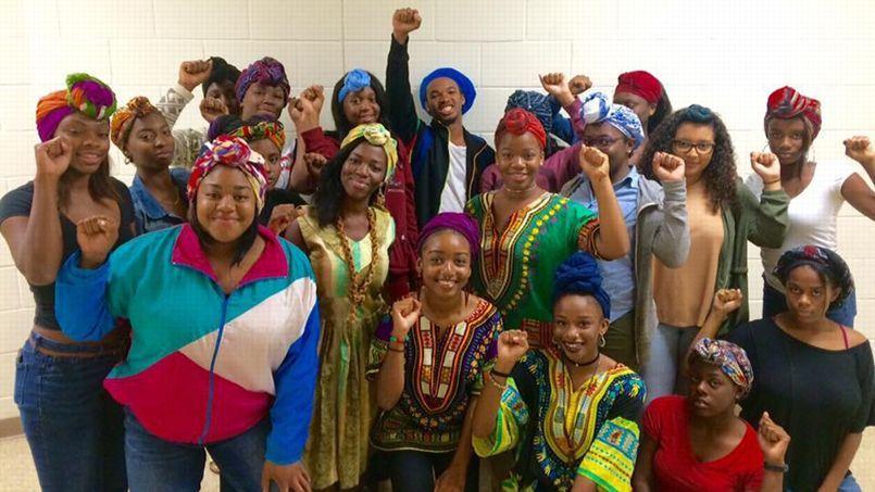 De jeunes Américaines se mobilisent contre l'interdiction du foulard africain au lycée