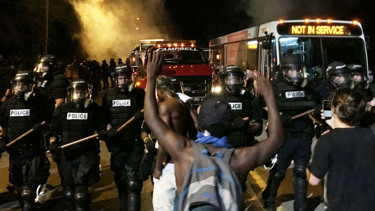 USA/Charlotte: incidents en cours, 12 policiers blessés