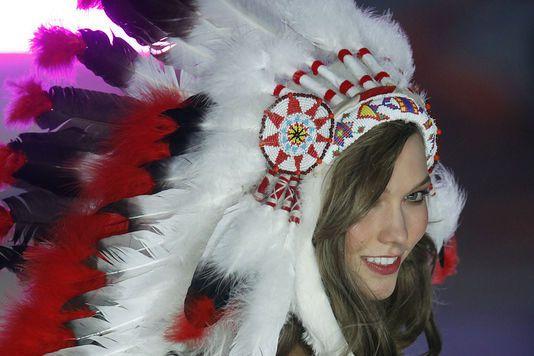 Les coiffes amérindiennes dans les défilés font-elles du tort à une culture menacée ?