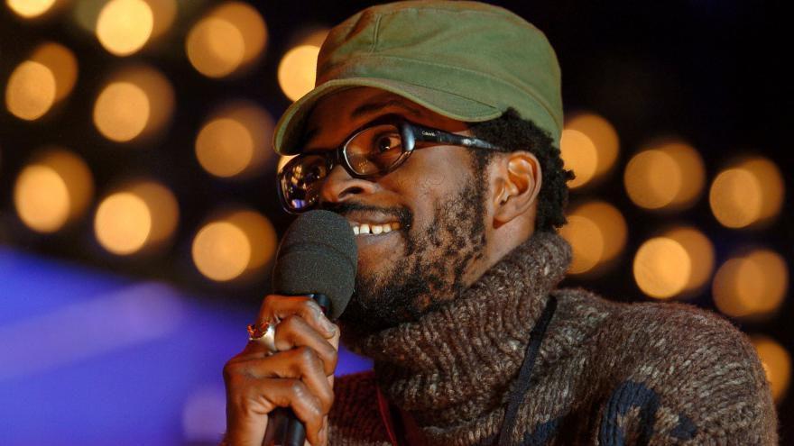 Le chanteur Tété répond avec humour à un commentaire raciste