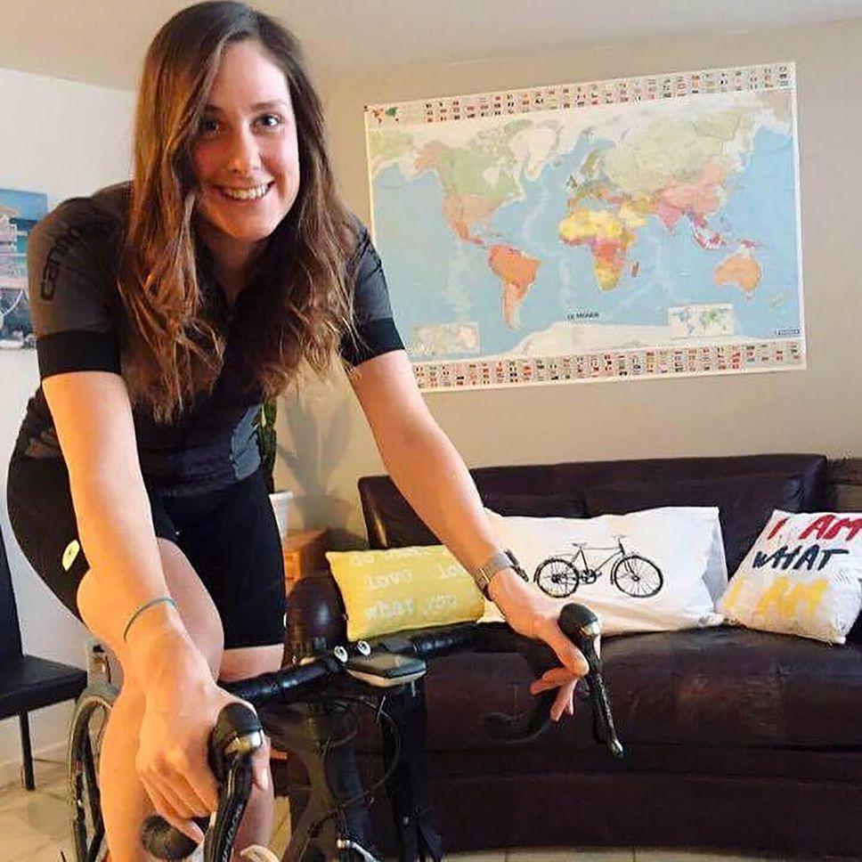 Elle veut battre le record du monde en vélo stationnaire