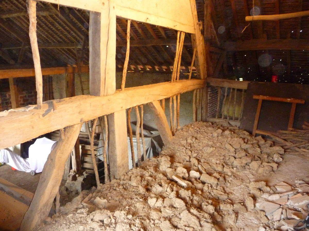 Démolition des murs à pans au dessus de l'ancienne cuisine (Avril 2014)