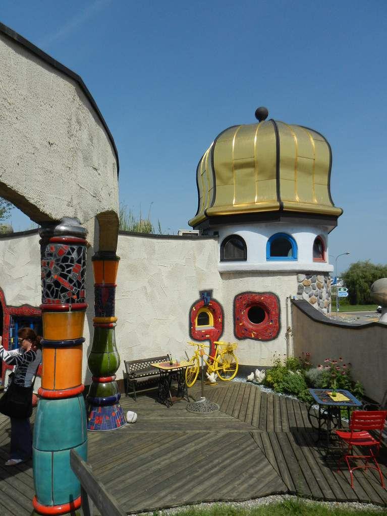 Aux alentours une tourniquette à vautours...dans la maison Hundertwasser à Vienne.