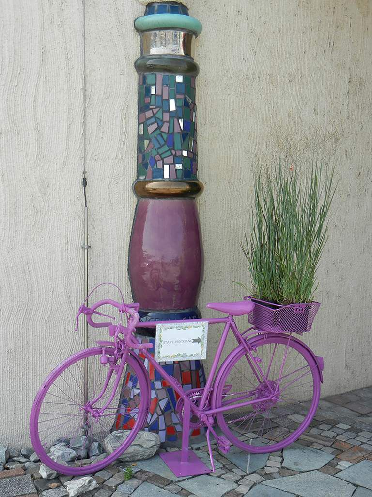 Hundertwasser toujours, couleur tourmaline...