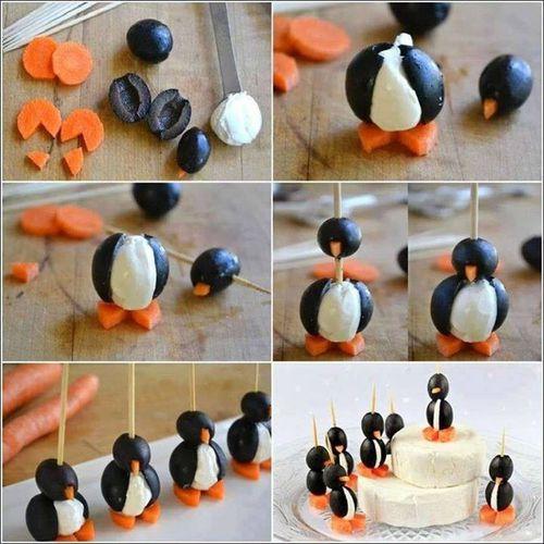 Avec de l'imagination et pour épater la galerie, on fait ces petits pingouins trop mignons avec des olives noires coupées en deux pour le corps, des carottes pour les pieds et le bec, et une boule de mozzarella pour le corps. On pique le tout sur un cure-dent pour que ça tienne et en avant la banquise!