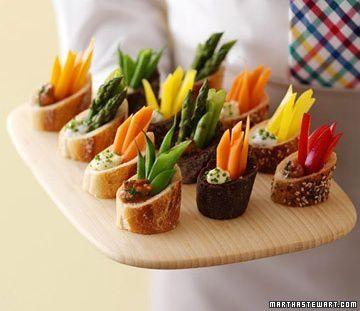 On revisite le pain ! On prend différentes sortes de pain, différentes sorte de garnitures et on décore avec des carottes, des asperges, des poivrons, etc.