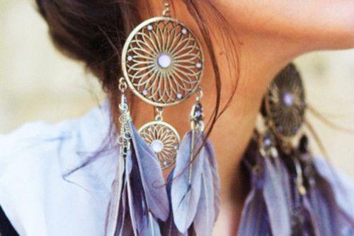 L'accessoire de l'été: des plumes dans les cheveux