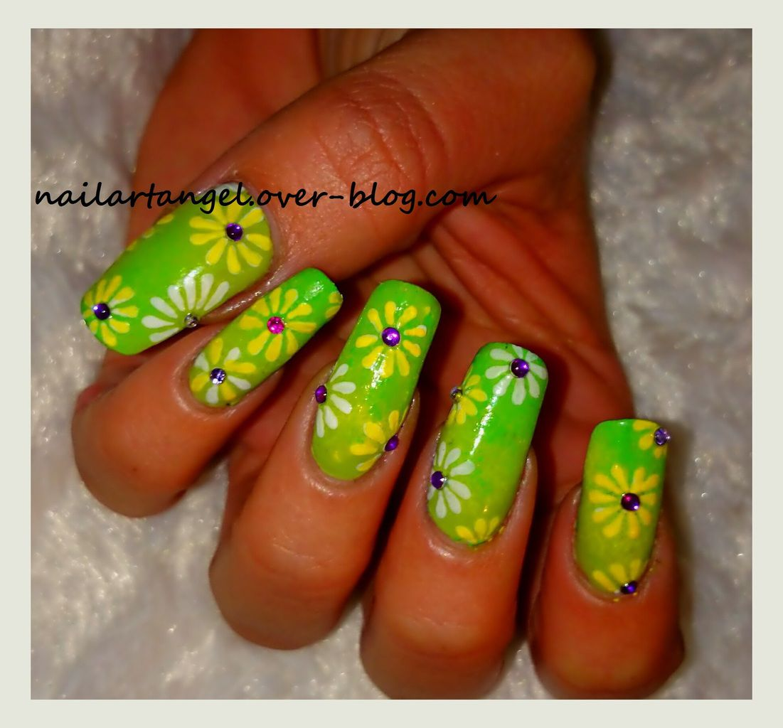 nail art hippie, peace and love