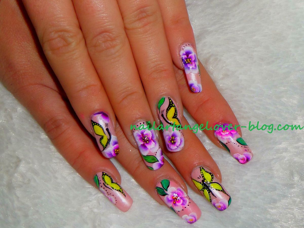 nail art fleurs one stroke, nail art printemps, nail art papillon