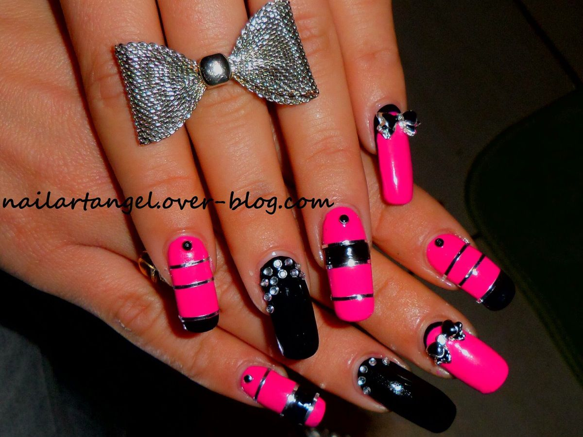 nail art glam rock, nail art pink and black, striping tape, inspiré du parfum  PACO RABBANE